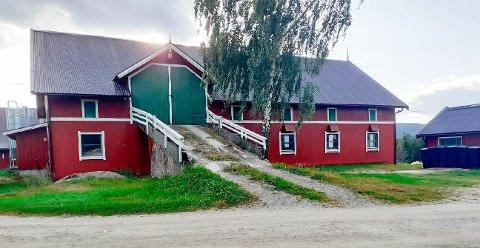 FRA GRIS TIL BÅT: Grisefjøset på gården Odden kan bli et båtlager.