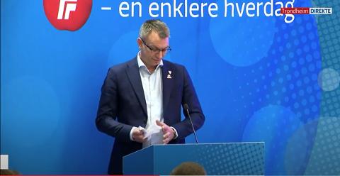 FrP-politiker Terje Settenøy knøvlet talen sin, og da han improviserte videre gikk han hardt ut mot enkelte medlemmer av eget parti.
