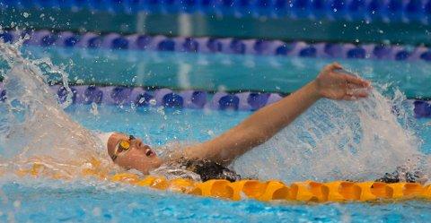 Karen Hellberg Munthe gjorde en glimrende 200 meter rygg i Litauen denne helgen. Hun ble nummer seks på ny personlig rekord som klart beste norske. Ås-jenta var to sekunder bak medalje.