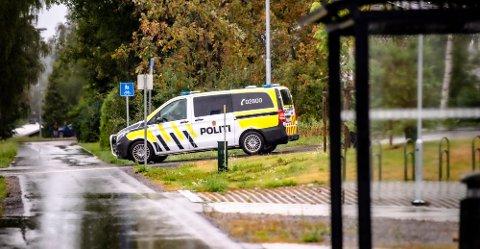 Politiaksjon ved Rustad skole torsdag kveld.