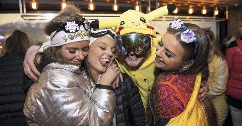 Karianne Hansen (19), Pernille Histad (18), Joakim Jensen (21) og Sara Sundstø (18) storkoste seg da russen endelig fikk være samlet på et utested på Geilo lørdag kveld.