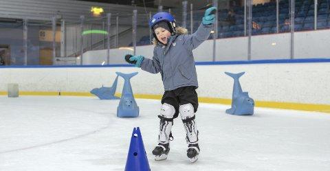 For Benjamin Vaaga Brodt (5) var det første gang han var                                        med på ishockeyskolen til Bergen Ishockeyklubb.  FOTO: Bernt-Erik Haaland