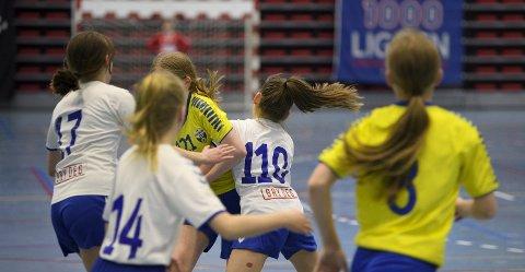 Da BA besøkte Fana Arena søndag kveld var iveren stor da Gneist og Fyllingen endelig fikk spille seriekamper igjen. Byens fotballbaner lå derimot stort sett øde..