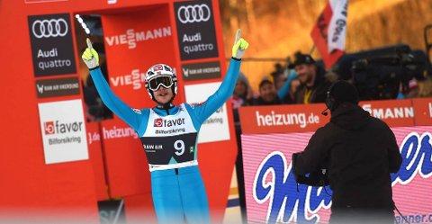 """JUBLET: Robert Johansson sa selv det var """"helt sykt"""" å hoppe hele 252 meter i Vikersundbakken."""