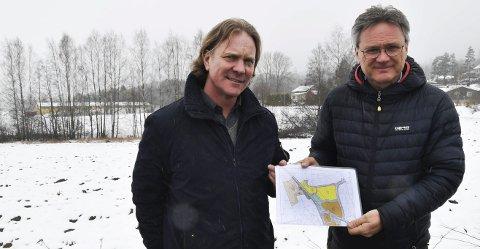Espen Berglund (til venstre) og Vidar Kolstad i Flateby Sentrumsutvikling AS har nå lagt selskapet ut for salg. De mener tiden er inne for at nye krefter overtar for å realisere utbyggingen av sentrumsområdet på Flateby.