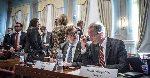 Debatt: Da budsjettet for 2016 skulle vedtas av bystyret torsdag, var svært mange politikere på talerstolen. Debatten tok flere timer. Truls Velgaards innlegg på vegne av Høyre skapte furore blant Aps representanter. Her er han med Peter Kuran.