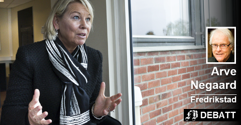 Kommunalminister Monaca Mæland og regjeringen har ikke holdt løftet om å gjøre det klart hvilke oppgaver de nye regionene skal  ha, poengterer Arve Negaard.