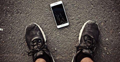 Det er i juli sjansen er størst for at det skjer noe med mobiltelefonen. Foto: Colourbox/Tryg/ANB