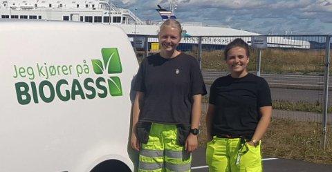 SOMMERVIKARENE: (f.v) Julie Hjortland og Nora Østern kommer for å sjekke takrennene til folk på Nykirke denne uka.