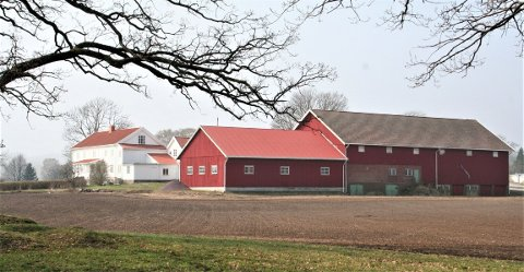 BORRE: Tunet på Borre prestegård ligger innenfor det 400 kvadratmeter store området ved Borrehaugene som ble fredet i 1990.
