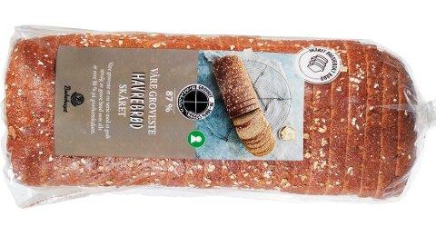 FEIL: Noen brød av typen «Våre groveste skårede matpakkebrød» er pakket i feil pose. De er lagt i poser merket «Våre groveste skårede havrebrød» og på disse posene er ikke melkepulver deklarert.