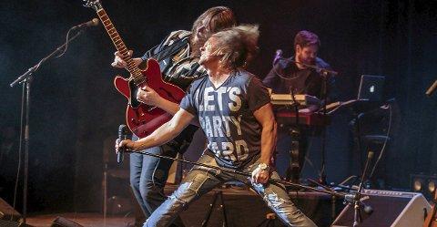 KOMMER: Dagfinn Strøm, med T-trøya «Lets party hard» skal slippe løs rockestjerna i seg.
