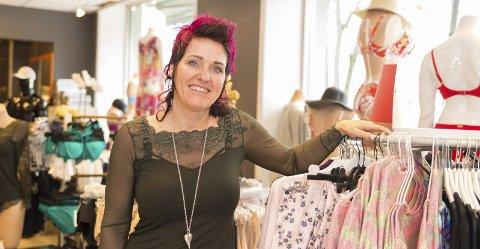 8ebe26f8 I SENTRUM: Laile Eide Rindal skal selge klær i april i Hamar sentrum.