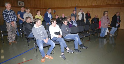 FOLKEMØTE: Sist fredag ble det flertall på et folkemøte for at Austertana ennå ikke helt skrinlegger å bli en del av Båtsfjord kommune.Foto: Alf Helge Jensen