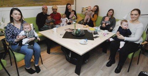 BABYTREFF: Hver mandag er det treff for spedbarnsmødre i frivilligsentralen, et tilbud mødrene setter stor pris på. Fra venstre Susanne Marlen Sørensen (25) med Milan Trane (6 mnd.), Maedn Kahsay (30) med Kabher Henok (5 mnd.), Yowhana Tekeste (30) med Yorsalem Efrem (4 mnd.), Marte Stokset Leikvoll (35) med Hanna Leikvoll-Hoel (8 mnd.), Irina Henriksen Tjelle (31) med Frida Støstad Tjelle (6 mnd.), Anne-Terese Harila (30) med Kristoffer Harila Kristensen (4 mnd.) og Soghia Gorkovenko (25) med Astrid Aune (8 mnd.).