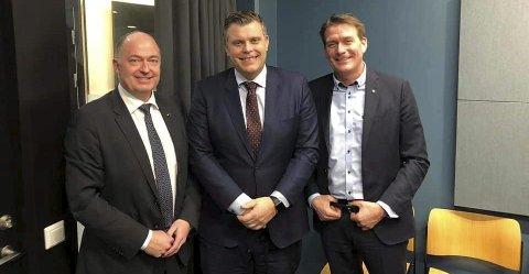 På'n igjen: Stortingsrepresentantene, Morten Stordalen (Frp) og Kårstein Eidem Løvaas (H) besøkte justisminister Jøran Kallmyr (Frp) for å snakke om et mulig storfengsel ved Grelland. Saken er langt ifra avgjort.foto: privat