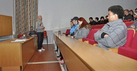 Møte: Vest-Lofoten videregående skole satte i november 2015 av en hel dag for å snakke med elevene om appen Jodel, og generelt nettvett.