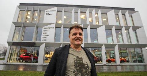 STOLT: Kjell Rune Hanssen kan stolt vise fram sitt ny bil- og kontorbygg i Varnaveien/Midtveien.