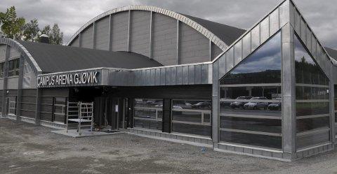 CAMPUS: Den nye eliteseriehallen på Kallerud er tatt i bruk, men entreprenør Syljuåsen AS og Gjøvik kommune er ikke i mål med prosjektet.Arkivbilde