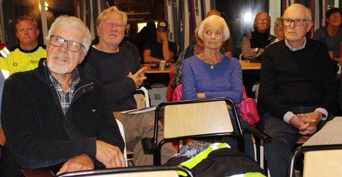 HEISTAD: Fra venstre Øystein Dalland, Jens C. Christiansen, Eva Lunde og Jan Erik Lunde fra Heistad er kritiske til miljøaspektet ved karbonfangstanlegget i Brevik. De har skrevet klagebrev om støy fra virksomheten ved Norcem og Breviksterminalen.