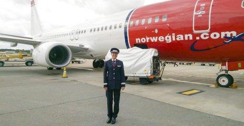 1 Pilot på jetfly: Anine Vilhelmsen Haug fikk jobb som pilot hos Norwegian i sommer. I vinter er hun stasjonert på Tenerife. 2 Bilde fra cockpiten. Vilhelmsen Haug fløy da 186 passasjerer fra London til Mallorca 3 Anine Vilhelmsen Haug og en kollega på en av flygingene til Norwegian. Privat foto
