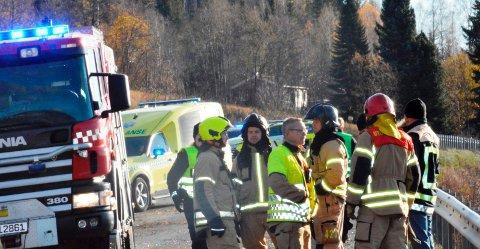 ULYKKE: En person omkom og en person ble alvorlig skadet i en ulykke på fylkesveg 213 søndag.