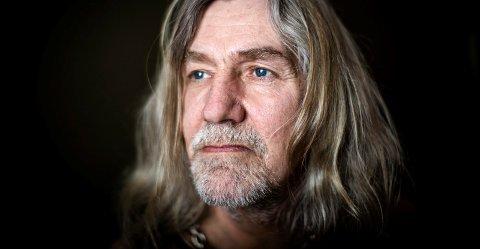 Henning Dalen (56) fra Minnesund frontkolliderte med en buss på motorsykkel i USA i 1988. Kroppen hans ble nærmest knust, men Dalen klarte å komme seg på beina igjen. Så ble han narkoman, og slet med tung rus i mange i år. Nå har han vært rusfri i 17 år, og prøver å bygge opp kroppen sin igjen.