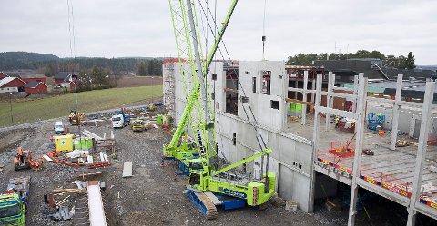 BYGDE STORT: Bildet er fra byggingen av det nye slakteriet ved Nortura Hærland..