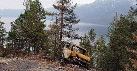 Skadeverk: Tiltalte erkjente blant annet å ha gjort skadeverk på denne lastebilen i Fjågesund. Da politiet pågrep han, så de at han også hadde svidd av deler av sitt eget hår.