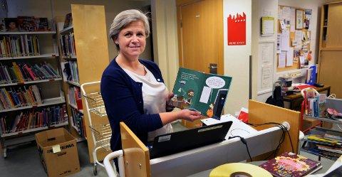 Også biblioteksjef Elisabeth Soleim i Kristiansund har registrert færre besøk, men flere utlån av e-bøker det siste året. (Arkivfoto)
