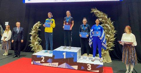 Mari Romundset Nilsen (nummer to fra høyre) ble nummer tre i Tallinn Open G1.