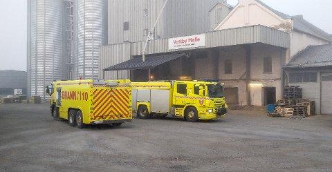 Brannvesenet sparte ikke på noe når alarmen gikk på Vestby Mølle i morgentimene i dag, og sendte umiddelbart to biler til stedet.
