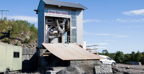 STEINKNEKKE: Arne Olav Lund AS har brukt rundt fem millioner kroner på å kjøpe denne steinknekka fra Tsjekkia.