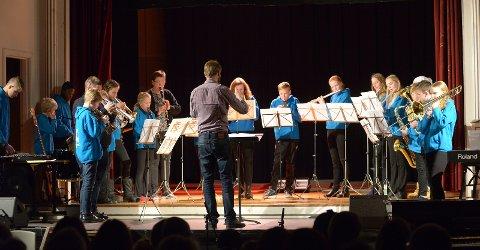 Tolga Skolemusikk spilte Morgenstemning og Bryllupsfest på Trollhaugen.