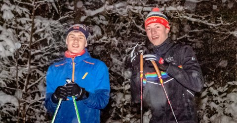 Håkon Heir (t.v.) (15) og August Holth-Siegel (16) ble Ås-klubbmester i hver sin klasse. De har imidlertid satt seg høyere mål for skikarrieren. - Vi har fortsatt som mål en gang å bli verdensmester, sier de til Ås Avis.