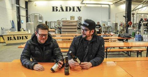 Nå skal Bodø også bli ølby: Andreas Myrvold (t.v.) Morten Iveland slapp i går kveld billettene til ølfestivalen i Bodø.