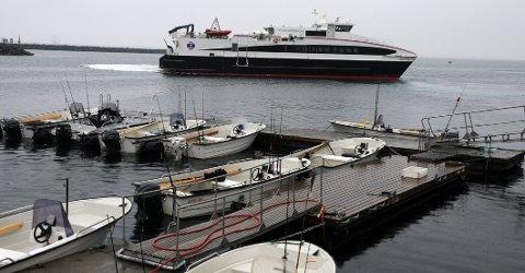 Færre turer: Fra 1. februar får Nordllandsekspressen færre turer til og fra blant annet Helnessund ettersom lørdagsturene kuttes ut.
