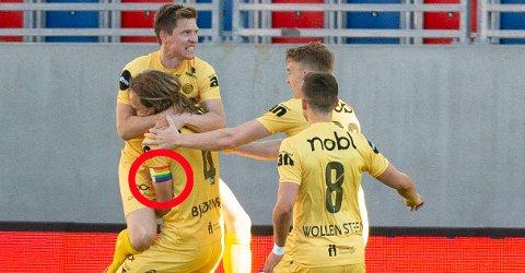 Bodø/Glimt jubler for Martin Bjørnbak sin 2-2-scoring under eliteseriekampen i fotball mellom Vålerenga og Bodø/Glimt på Intility Arena. Kapteinsbindet har han beholdt i samme farge.