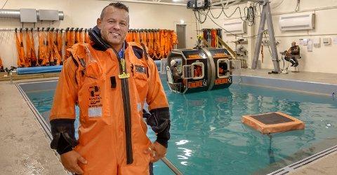 Ronny Standahl håper nå at sikkerhetskursene han har tatt ved ResQ, i kombinasjon med erfaringen som leder og fra renholdsbransjen, skal sikre ham en jobb innen forpleining i Nordsjøen.