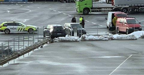 En mann i 40-årene ble pågrepet på Ikea lørdag ettermiddag.