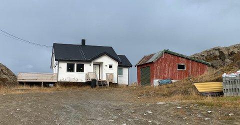 Denne boligen og nabotomten ble solgt denne uken i Honningsvåg.