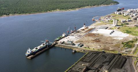 Den nye store havna, Malmporten Luleå,  til over tre milliarder svenske kroner, skal stå ferdig i 2026. Når halvparten av malmen fra Kiruna fraktes hit, vil ikke svenskene lenger ha interesse av et dobbeltspor på Ofotbanen, skriver Einar Sørensen.