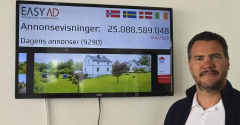 STILLE: Det var tidlig på dagen og visstnok rolig på annonsemarkedet, men Bengt Berglund og EasyAd kunne allerede vide opp drøye 25 millioner visninger og et telleverk som var rundt 500 i sekundet da vi var der.
