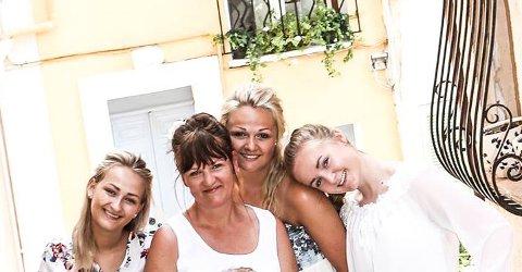 FAMILIEN: Yvonne Andersen (51), sammen med de tre eldste døtrene sine - Frida (t.v), Malin (i midten) og Amanda.