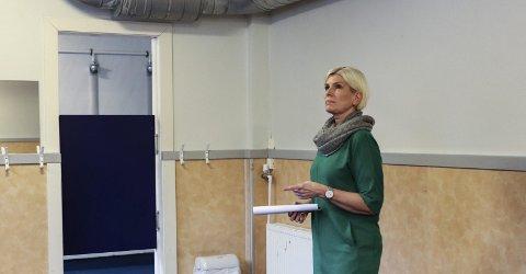 Garderobar: Inspektør ved Odda barneskole, Linda Haugland Jondahl, melde inn ønske om ei vurdering av garderobetilhøva på skulen. No er tilsynsrapporten klar.foto: Inga Øygard Jaastad