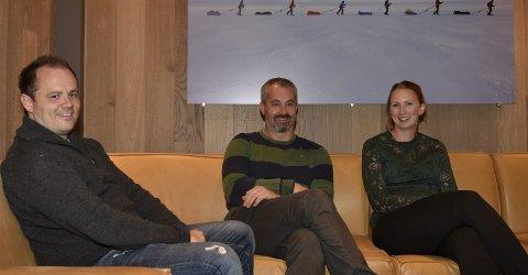 Sp: Ole-Johnny Odland, Anders Vatle og Nina Eiken får alle plass i det nye kommunestyret i Eidfjord. Partiet kan inngå samarbeidsavtale med eitt av dei andre partia og få fleirtal. Men dersom alle dei tre andre partigruppene finn saman og støttar ordførarkandidat Gunvall Medhus (Ap), vert Sp stilt på sidelinja. Foto: Eli Lund