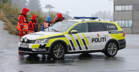 Politi og mannskap fra Røde Kors startet et nytt søk etter savnede Mats Kristoffer Tysse Flygansvær onsdag.