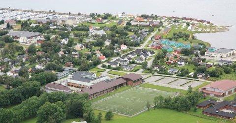 Høyskolen i Nesna overlevde i ca. Fire år, hva blir det neste som må flyttes til Tromsø eller Bodø? undrer artikkelforfatteren. (Foto fra Wikipedia)