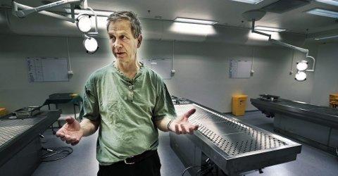 PATOLOG: Professor og overlege Lars Uhlin-Hansen ledet obduksjonen etter Lakselv-drapet. Han konkluderer med at drapshandlingen ikke kan ha skjedd slik den tiltalte lakselvmanenn hevder.