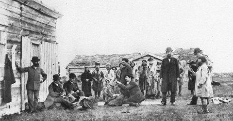 MÅLTE HODENE: Ronald Bonaparte, en slektning av Napoleon, reiste til Kvalsund og Finnmark for å måle hodene til den samiske befolkning.